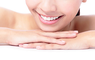 審美歯科で目立つ銀歯を白くしたい